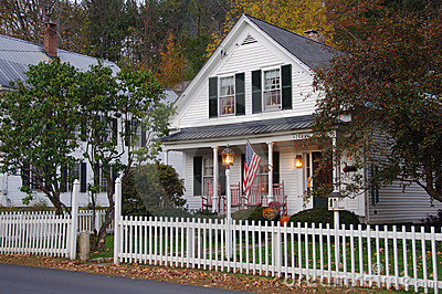 house-white-picket-fence-7440919